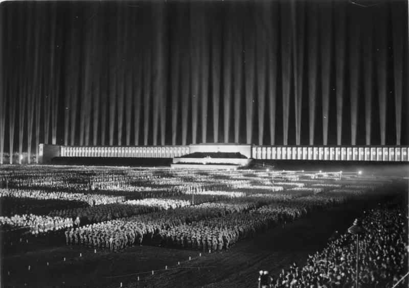 Bundesarchiv_Bild_183-1982-1130-502,_Nürnberg,_Reichsparteitag,_Lichtdom.jpg